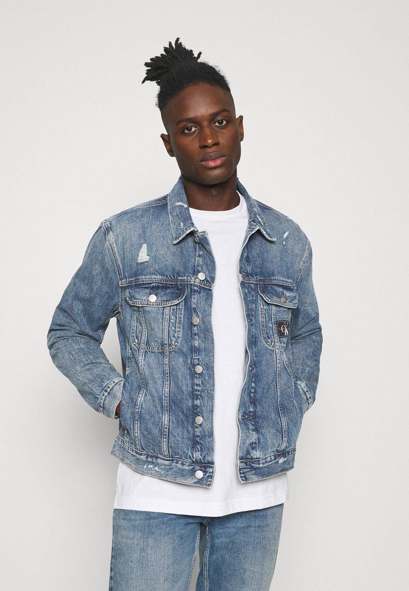 Calvin Klein Jeans - REGULAR JACKET - Spijkerjas - light blue