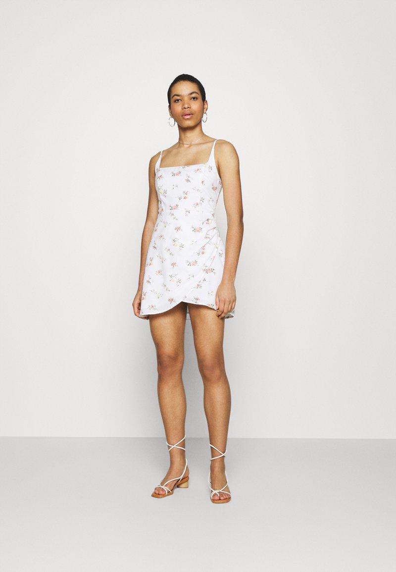 Abercrombie & Fitch - BARE WRAP SHORT DRESS - Kjole - white
