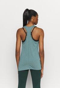 Nike Performance - YOGA LAYER TANK - Camiseta de deporte - light pumice/dark teal green - 2