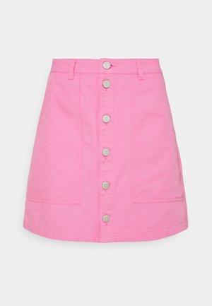 BADGE BUTTON THROUGH SKIRT - Mini skirt - pink daisy