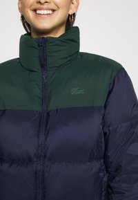 Lacoste - COLOR BLOCK PUFFER - Dunjakke - navy blue/sinople - 6