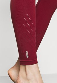 ONLY Play - ONPJAVO CIRCULAR TIGHTS - Medias - sun dried tomato - 6