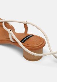 ÁNGEL ALARCÓN - T-bar sandals - nacre - 5