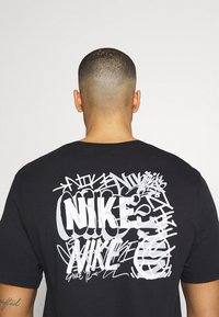 Nike Performance - TEE CITY EXPLORATION SERIES BROOKLYN - Print T-shirt - black - 4