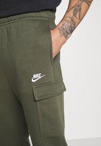Nike Sportswear - CLUB PANT  - Teplákové kalhoty - twilight marsh - 4