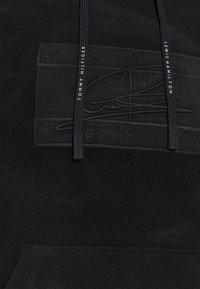 Tommy Hilfiger - LEWIS HAMILTON UNISEX GMD FLAG HOODY - Hættetrøjer - black - 7