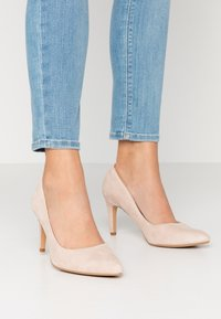Clarks - LAINA RAE - Klassiske pumps - blush - 0