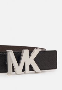 MICHAEL Michael Kors - PEBBLE TO LOGO ON PLAQ - Cinturón - black/choc - 3