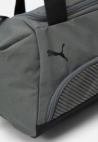 Puma - FUNDAMENTALS SPORTS BAG XS UNISEX - Sportovní taška - ultra gray - 4