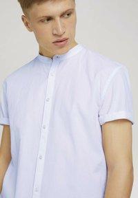 TOM TAILOR DENIM - MIT STEHKRAGEN - Shirt - white - 3