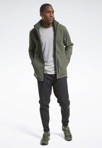 Reebok - THERMOWARM DELTAPEAK FULL-ZIP CONTROL - Zip-up hoodie - green - 1