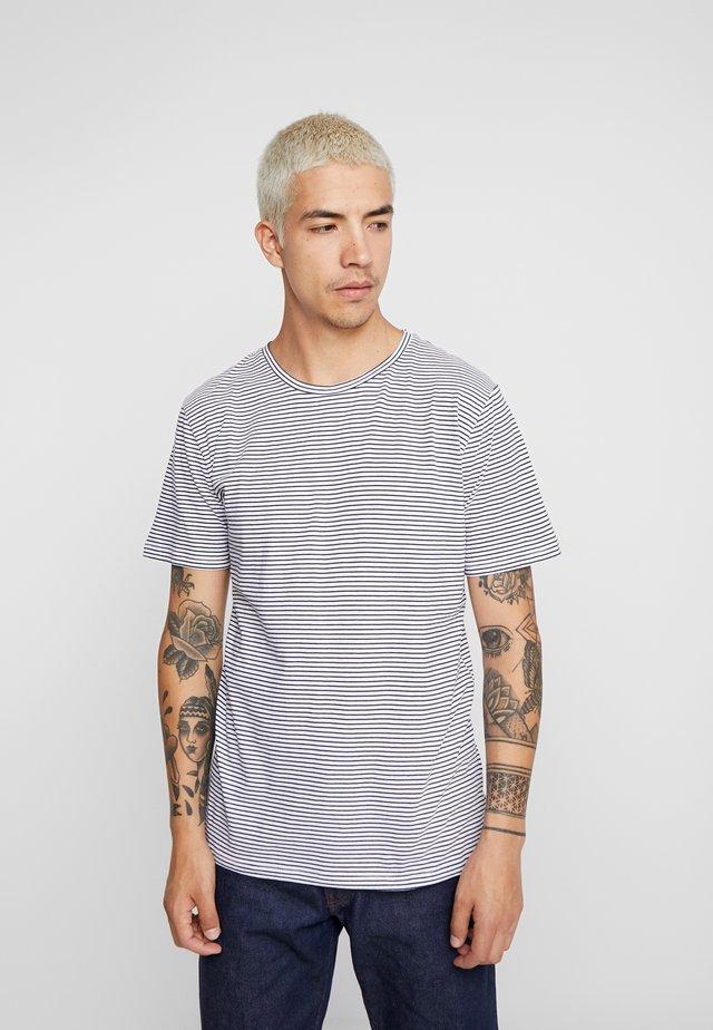 LUKA - T-shirt imprimé - white