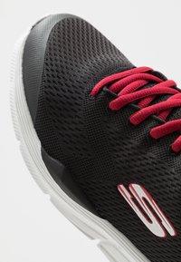Skechers Sport - EQUALIZER 4.0 - Baskets basses - black engineered/hot melt/red - 6