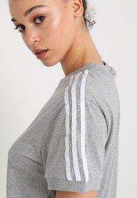 adidas Originals - STRIPES TEE - Print T-shirt - medium grey heather - 5