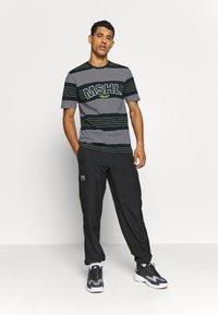 Marshall Artist - KENMARE - T-shirt z nadrukiem - navy - 1