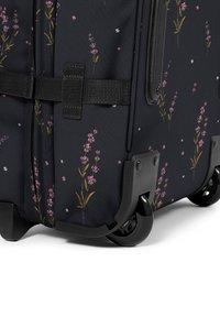 Eastpak - Wheeled suitcase - wild black - 4