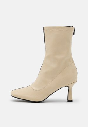 OAKLEY - Classic ankle boots - cream/black