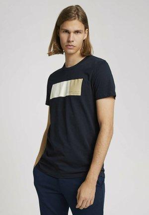 MIT PRINT - T-shirt z nadrukiem - sky captain blue