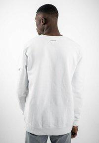 PLUSVIERNEUN - BERLIN - Sweatshirt - white - 4