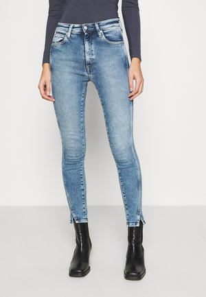 HIGH RISE SKINNY ANKLE - Jeans Skinny Fit - blue twist hem