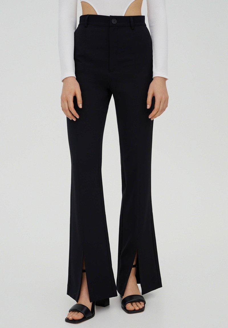 PULL&BEAR - Kalhoty - black