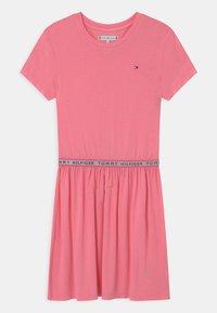 Tommy Hilfiger - BRANDED TAPE - Vestito di maglina - cotton candy - 0