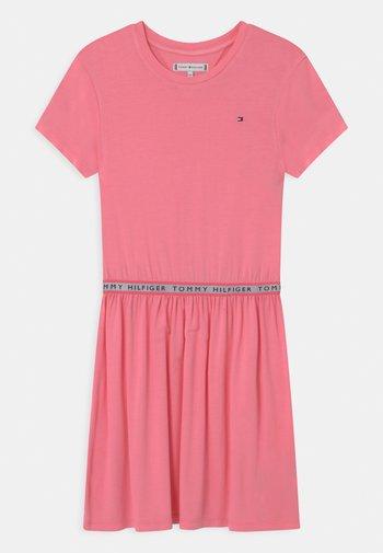 BRANDED TAPE - Vestito di maglina - cotton candy