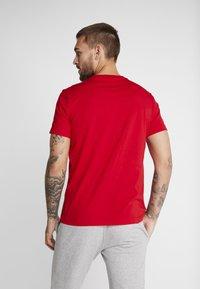 Champion - CREWNECK - Print T-shirt - red - 2