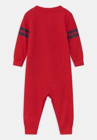 Levi's® - COLLEGIATECOVERALL UNISEX - Jumpsuit - super red - 1