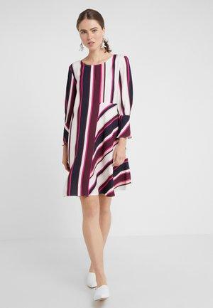 CAMERA - Vestido informal - rose pink pattern