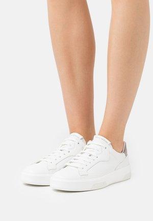 IDA  - Trainers - white/taupe