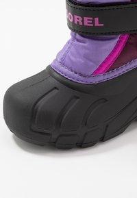 Sorel - YOUTH FLURRY - Zimní obuv - purple dahlia/paisley purple - 2