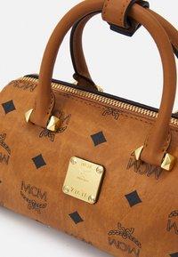 MCM - ESSENTIAL VISETOS ORIGINAL BOSTON - Handbag - cognac - 3