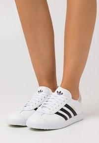 adidas Originals - GAZELLE - Trainers - footwear white/core black/crystal white - 0