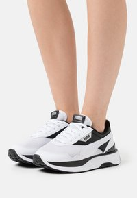 Puma - CRUISE RIDER - Trainers - white/black - 0