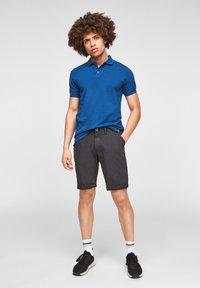 QS by s.Oliver - Shorts - dark grey - 1