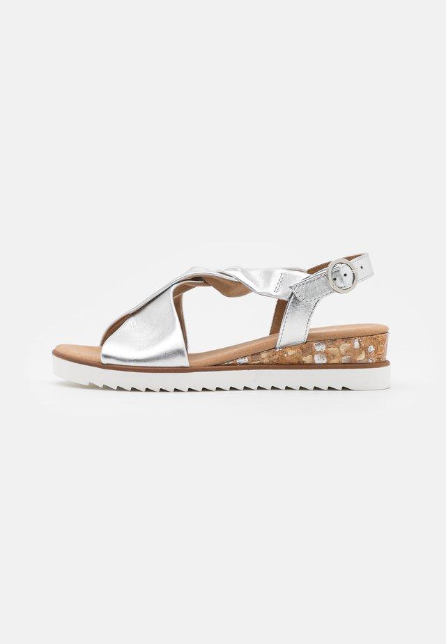 Sandalen met sleehak - silber/offwhite