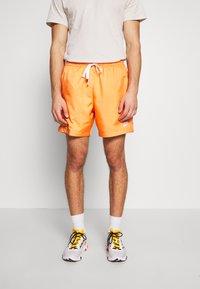 Nike Sportswear - FLOW - Shorts - orange trance - 0