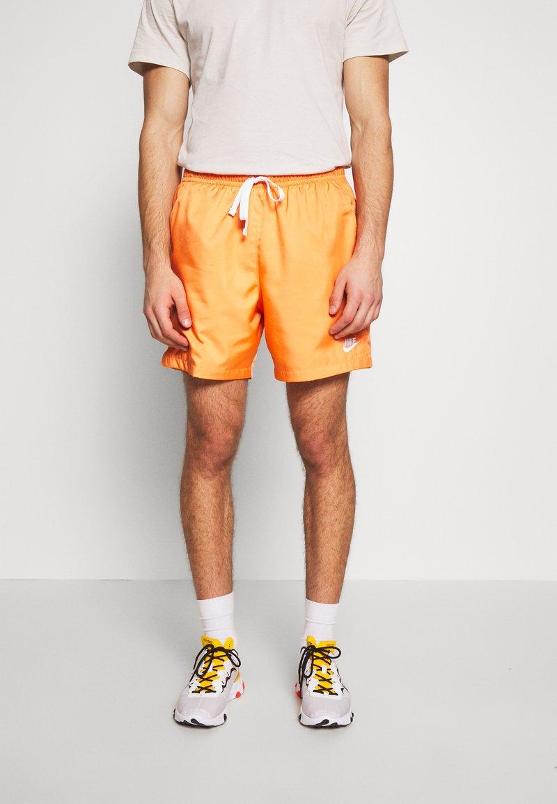 Nike Sportswear - FLOW - Shorts - orange trance