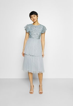 DELICATE SEQUIN TIERED DRESS - Vestido de cóctel - glacier blue