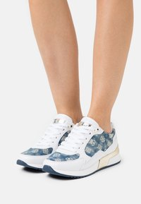 Guess - MOXEA - Baskets basses - white - 0