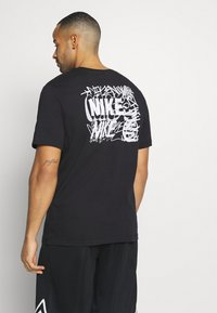 Nike Performance - TEE CITY EXPLORATION SERIES BROOKLYN - Print T-shirt - black