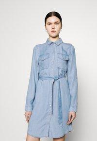 Vero Moda - VMVIVIANAMIA REGULAR DRESS - Denim dress - light blue - 0