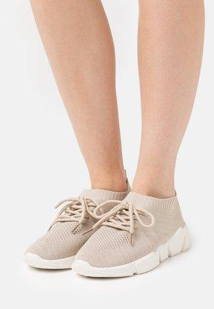 Zapatillas - taupe