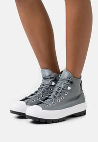 Converse - CHUCK TAYLOR ALL STAR MC LUGGED - High-top trainers - limestone grey/black/white - 0
