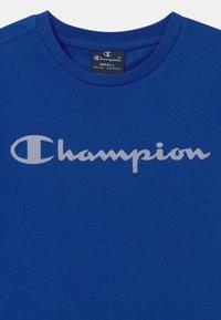 Champion - LEGACY AMERICAN CLASSICS CREWNECK UNISEX - Triko spotiskem - royal blue - 2