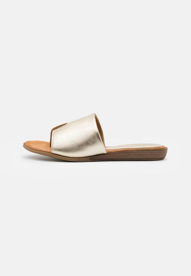 ACHO - T-bar sandals - platino