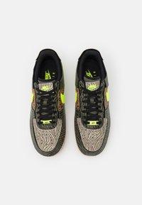 Nike Sportswear - AF1/1 UNISEX - Sneakers laag - medium olive/volt/rattan/black/dark driftwood/sail - 5