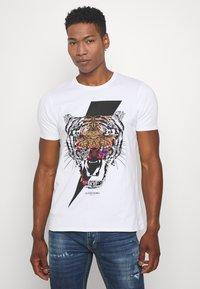 Alessandro Zavetti - GROWLER - Print T-shirt - white - 0