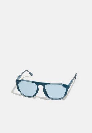 UNISEX - Sunglasses - matte crystal/teal